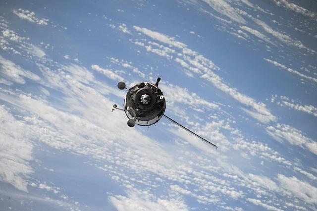 satellite-1030782_640